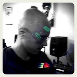 DJ UVE practicando